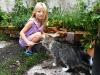 dzieci chętnie wykonują proste prace i opiekują się zwierzętami